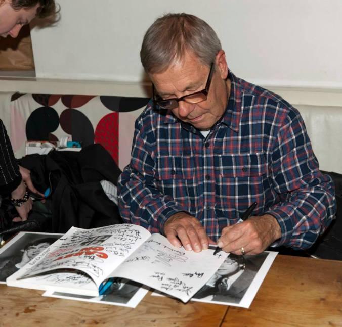 Larry Dann signing